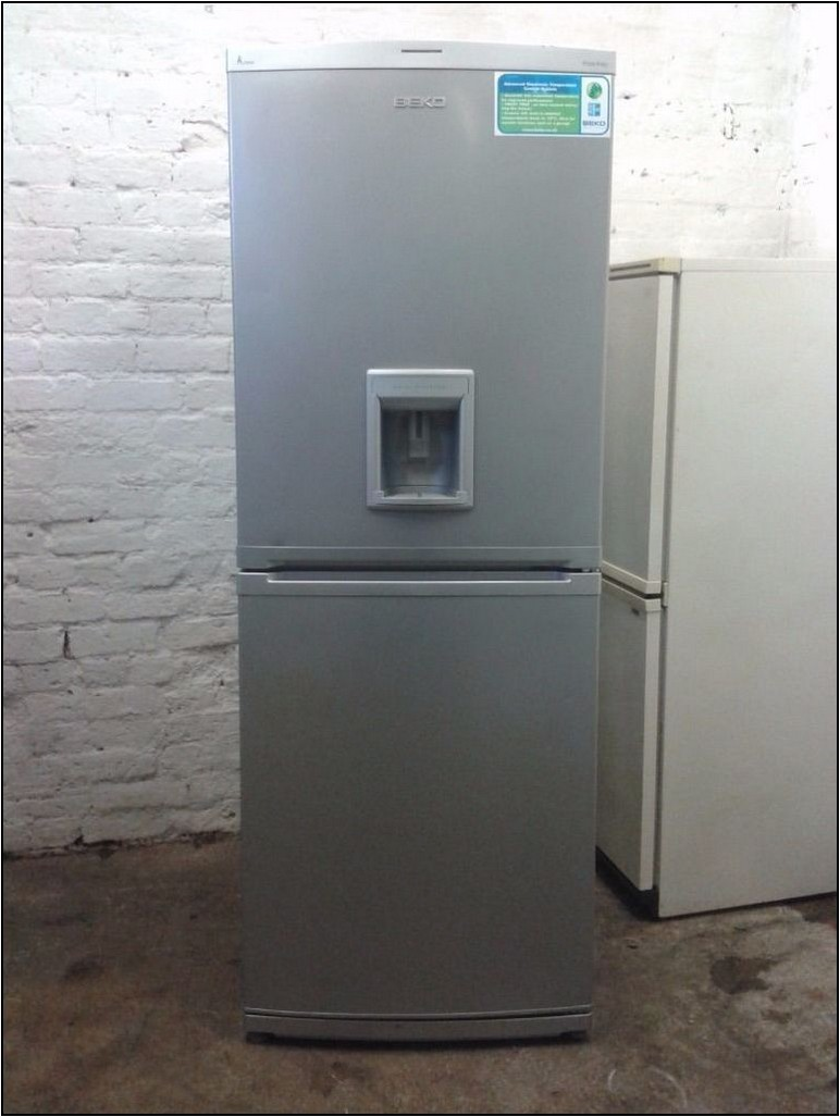 Top Freezer Refrigerator With Ice Maker And Water Dispenser