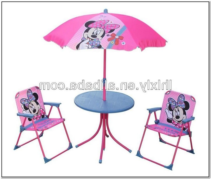 Minnie Mouse Table And Chairs With Umbrella Design