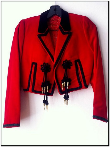 Red Jacket In Spanish